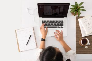 Co robi wirtualna asystentka?