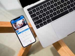 Jak połączyć grupę na Facebooku z fanpage?