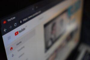 Jak wirtualna asystentka może pomóc w prowadzeniu kanału na YouTube?